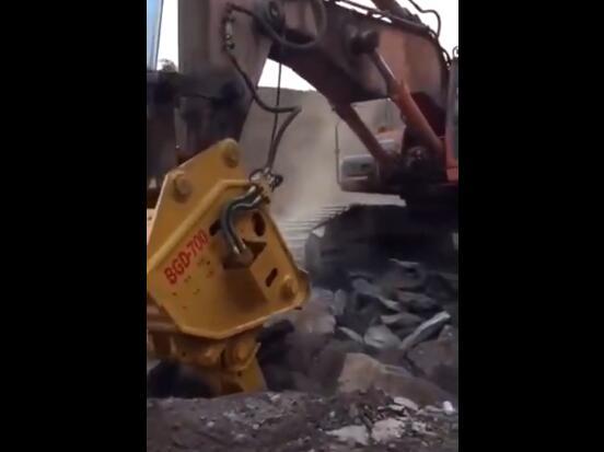 挖掘機高頻破碎錘原來是這么開的,效率就是這么快!