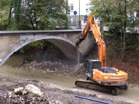 挖掘機破碎錘拆拱橋