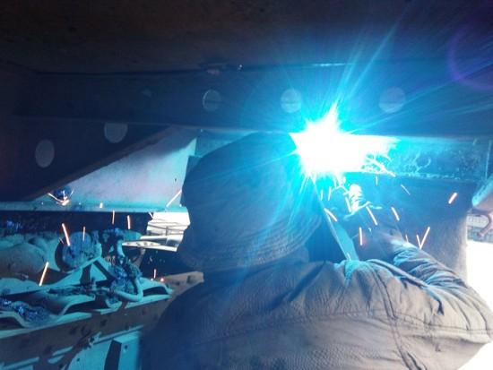 半挂车电焊维修注意事项