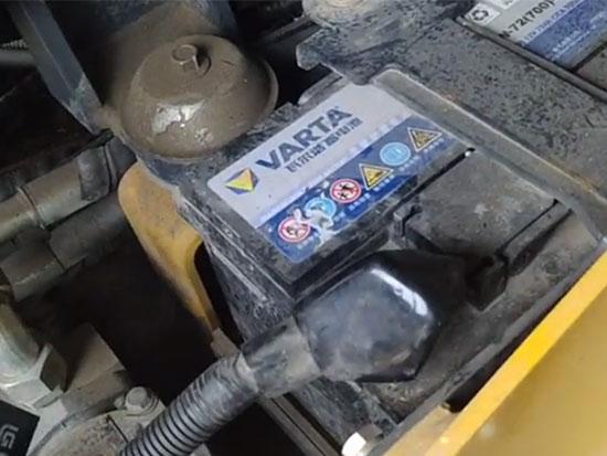 小型壓路機放了一個月電瓶沒電了,原來是它在作怪