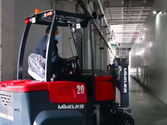 米瑪鉸接式叉車現場操作案例