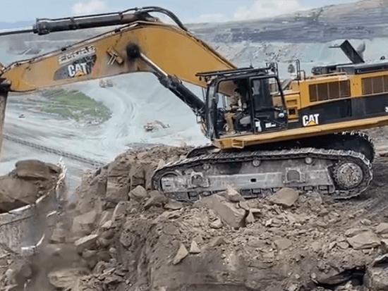 卡特彼勒 390D 挖掘机