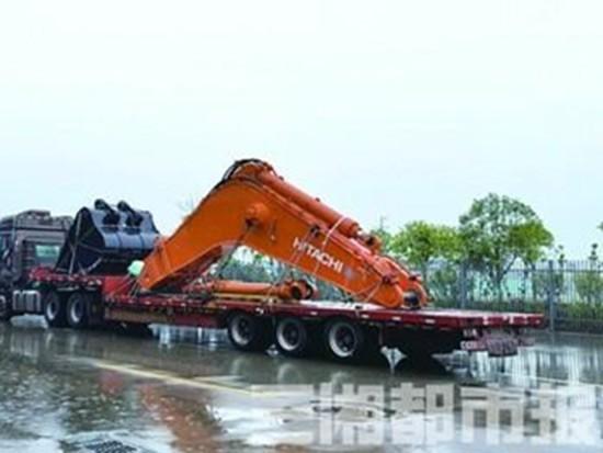 """120吨挖掘机""""漂洋过海""""奔赴长沙工程机械展"""