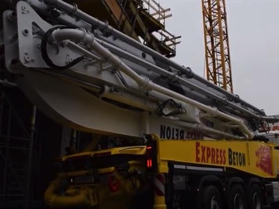 混凝土泵車,機械臂操縱,可以用遙控實現,很方便!