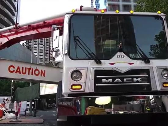 混凝土泵車展開工作過程