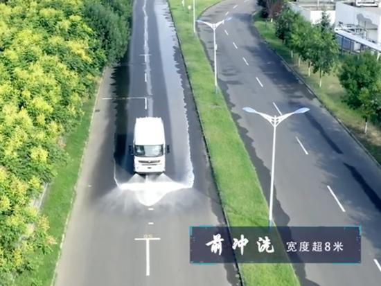 宇通环卫尖刀版洒水车作业视频