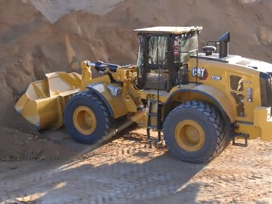 工程車系列 CAT972M級輪式裝載機裝載卡車