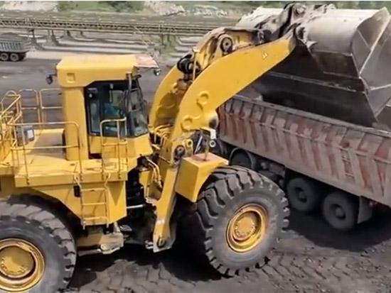 裝煤卸煤的大型裝載機