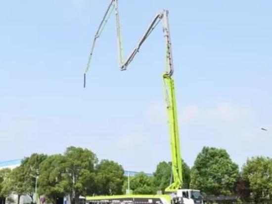 中联重科67米泵车新品下线 臂架镂空设计打造轻量化标杆