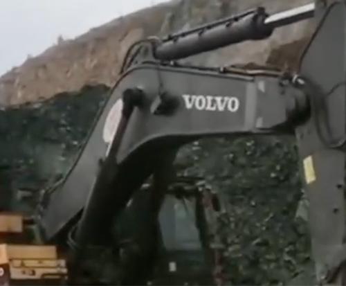 500多万沃尔沃EC950E挖掘机装车,这场面气势恢宏