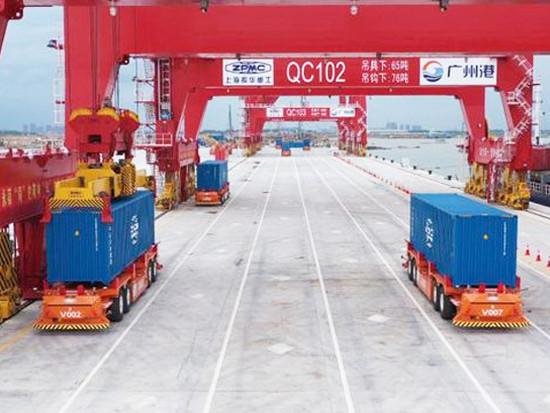 粤港澳大湾区首个全自动化码头实船联合调试
