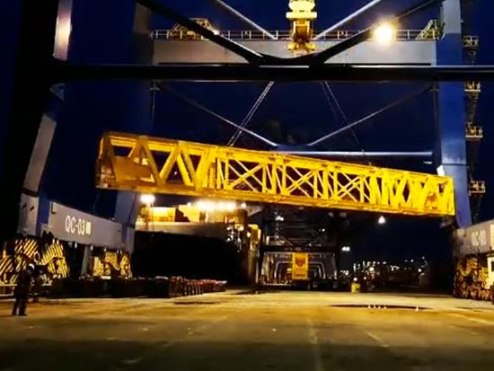 航天三江万山SPMT助力振华重工为岸桥搬家
