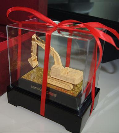 山河智能---绒沙金模型摆件