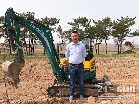 挖掘机用户吴兆才:我和雷沃共成长