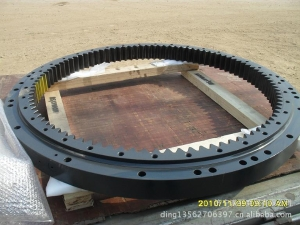 小松配件回转支承:小松PC200-8回转大齿圈