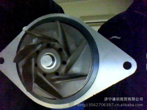 小松配件发动机水泵:小松PC200-7水泵