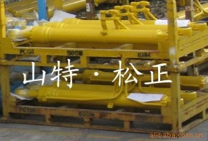 小松挖掘机配件PC220-8铲斗油缸山特松正专业小松配件服务