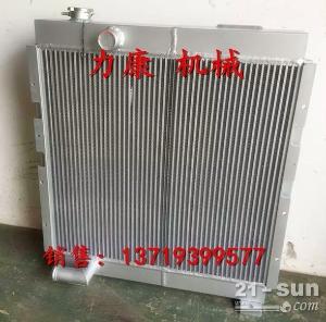 小松PC270-8挖掘机 SAA6D107E水箱散热器 水泵
