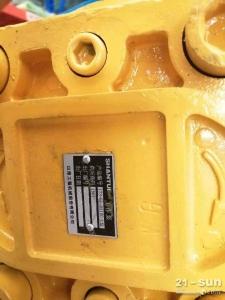 山推推土机配件SD32工作泵173-61-01100