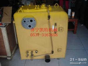 低价销售小松挖掘机PC200-8液压油箱`