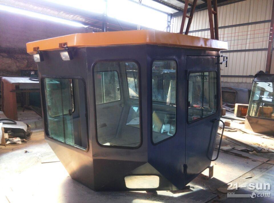 DD138HF胶轮驾驶室