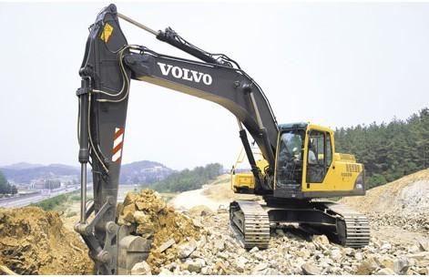 EC340D挖掘机单边履带不能行驶的修理方法