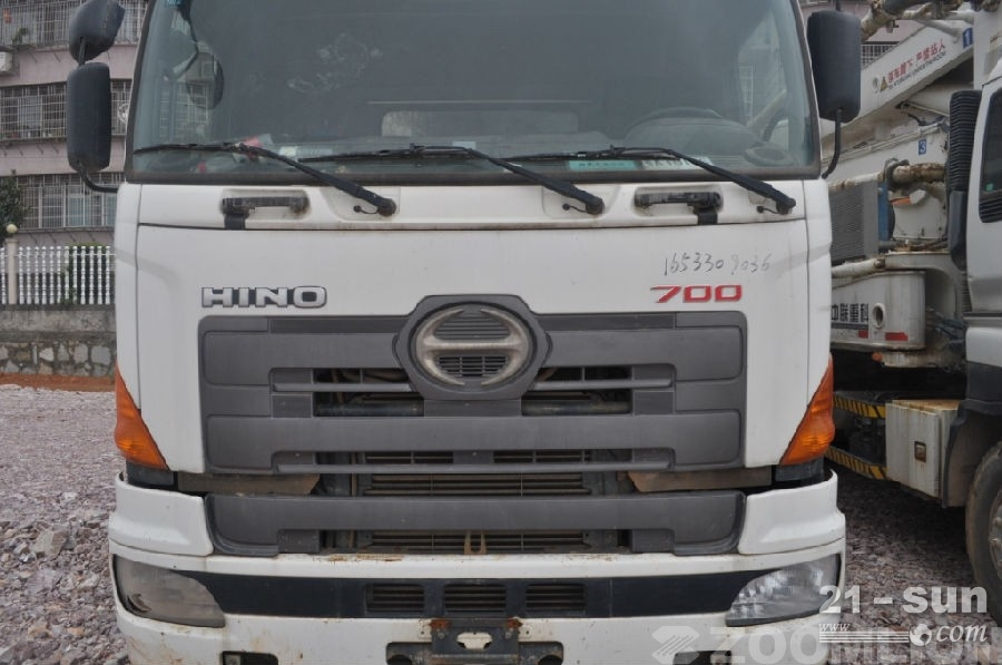 中联重科ZLJ5282THB125-37二手混凝土泵车