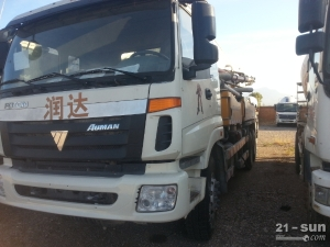 福田雷萨ETX二手混凝土泵车