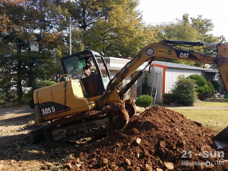 卡特彼勒CAT305.5二手挖掘机