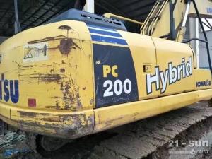 小松笔颁200在线配资网挖掘机