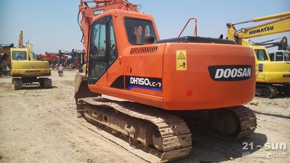 斗山DX220二手挖掘机