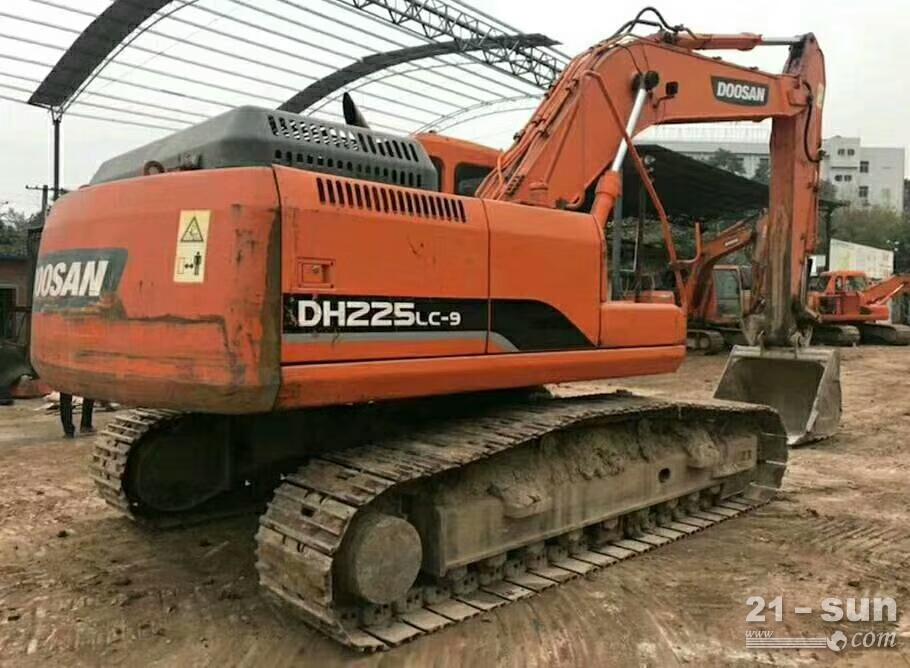 斗山顿贬225-9挖掘机色姑娘久久综合网挖掘机