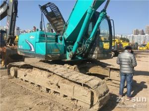 神钢SK200-8挖掘机