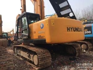 现代现代225-7利发国际挖掘机