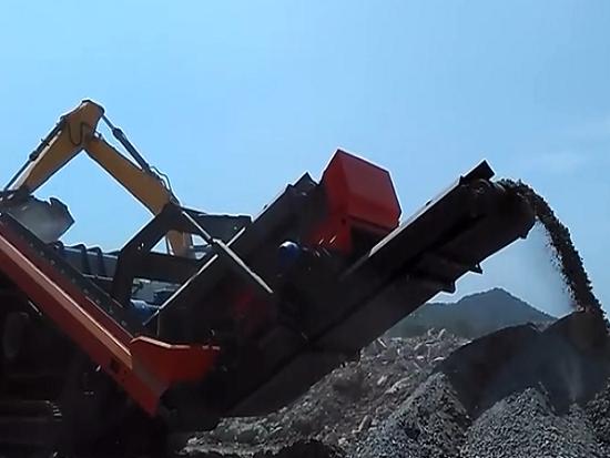 MESDA移动破碎机MC-150IS反击破破碎隧道石头工作现场