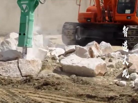 挖掘机粉碎斗、滚筒筛分斗,试验实拍展示,挖友们这些属具你都用过吗~
