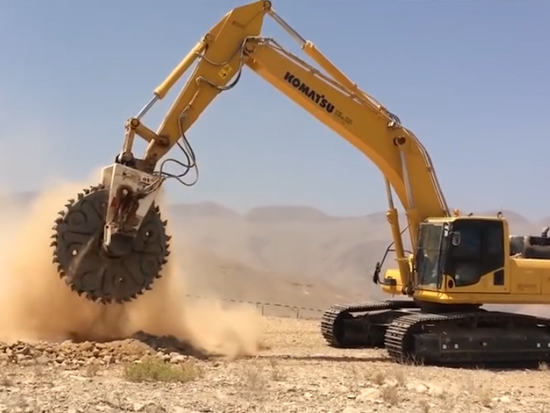 不多见的大型地面切割机械,真霸气,第一个就服了