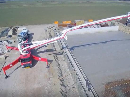 航拍施维英61米泵车施工