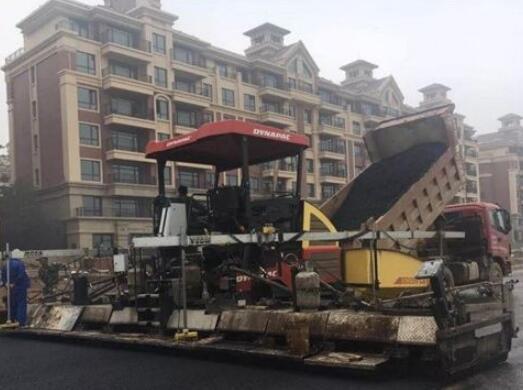 沥青摊铺机工作与施工要求