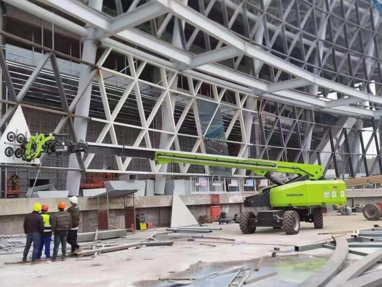 为什么说中联重科高空吸盘车是幕墙施工的新利器?