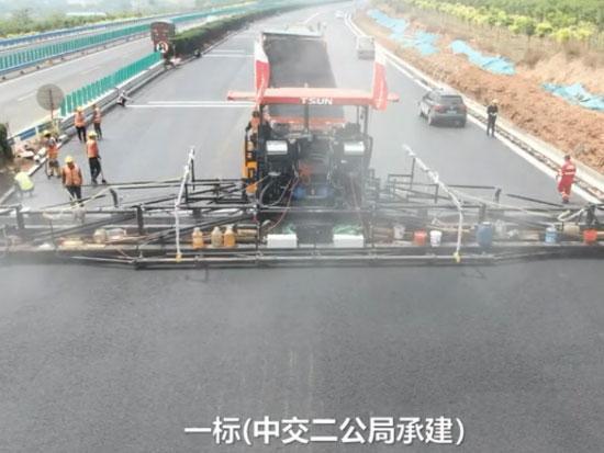 二广高速洛阳段全线采用天顺长城摊铺机