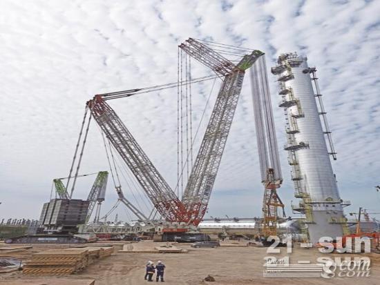 中联重科3200吨起重机圆满助力最大吨级丙烯塔吊装