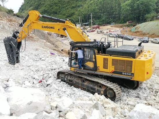 柳工CLG965EHD挖掘机七省巡展引起强烈反响