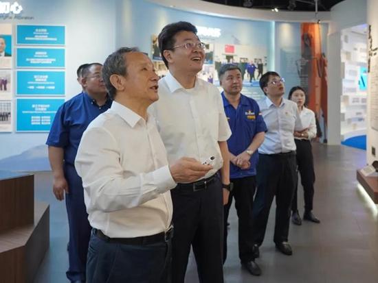 洽谈合作!黑河市委副书记、市长李世峰一行访问徐工