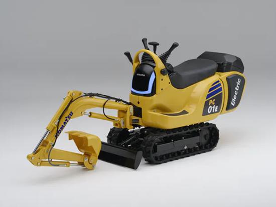 小松宣布与本田合作开发小型电动挖掘机