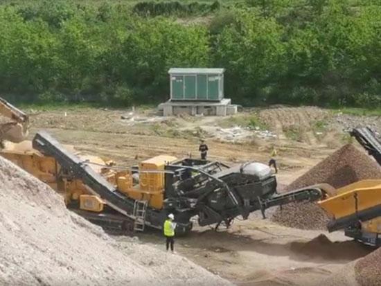 柳工美卓E系列破碎筛分设备助力武汉蔡甸区公路建设!