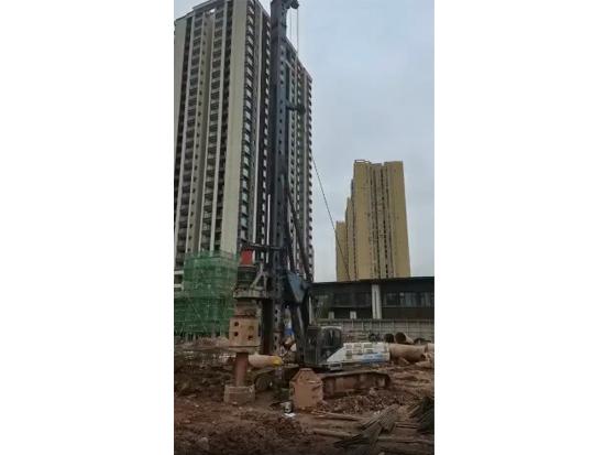 跟进护筒施工,宇通YTR300Dmax助力重庆茶园建设!