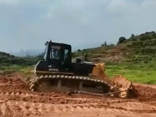 山推SD16TL浙江丘陵地形推土作业施工