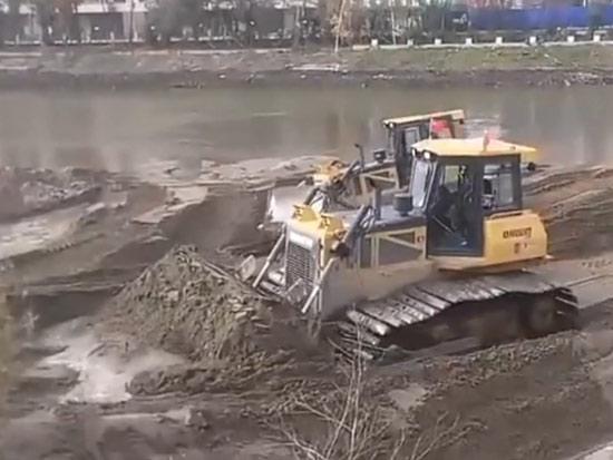山推推土机助力吉林省某河道清淤施工