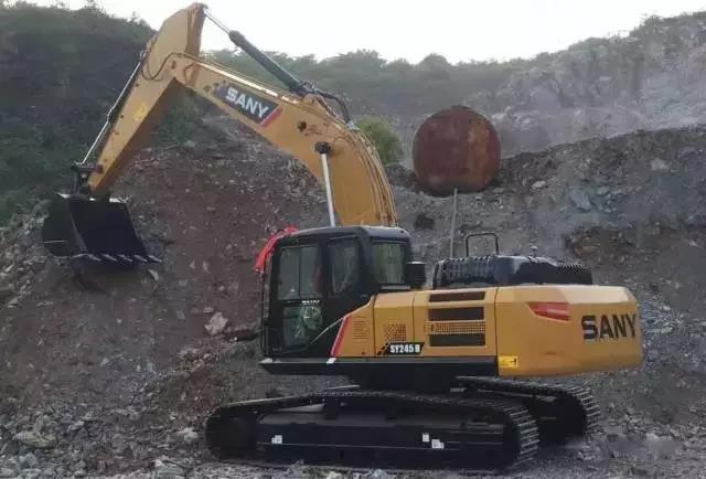 三一SY245H矿山挖掘机
